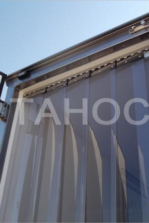 Ленточная ПВХ-штора в створе термобудки