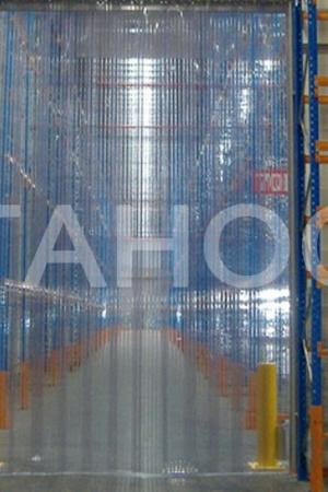 Прозрачная завеса для работы погрузчиками